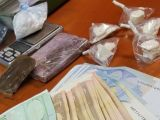 Errore fatale per giovane spacciatore: vende hashish a due poliziotti